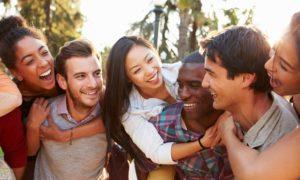 A amizade é muito importante para o intermissivista, sobretudo, ao jovem.