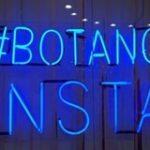 """Imagem ilustrativa de letreiro luminoso escrito """"#bota no insta"""""""
