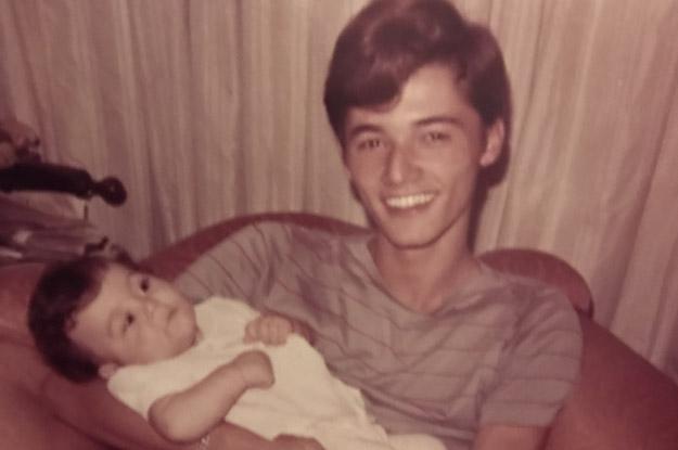 Sérgio Vieira de Mello adolescente segurando o sobrinho no colo