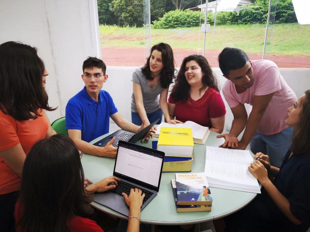 Grupo de jovens do Grinvex reunidos
