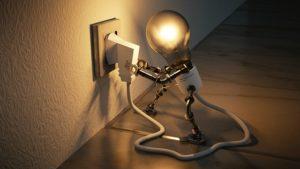 informação: lâmpada liga na tomada