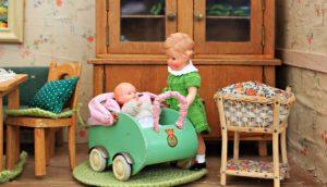 Não quero ter filhos: uma boneca com seu bebê