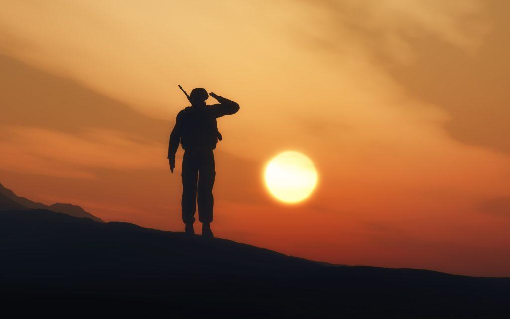 O soldado vira subserviente à instituição militar, perdendo a autocrítica e a liberdade pessoal.