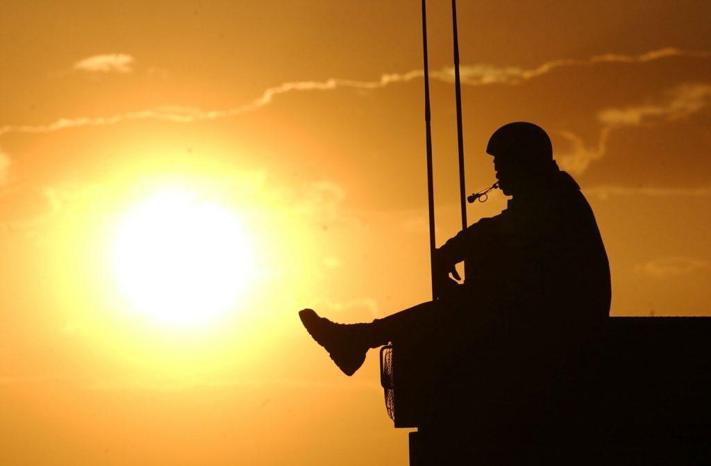 A carreira militar é buscada por muitos jovens em função de estabilidade financeira, displina, treinamento físico, porte de armas, entre outros motivos.