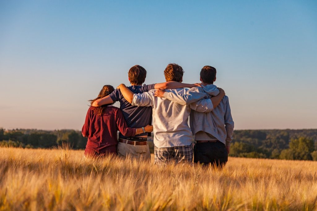 Amizade é algo tão comum, mas também bastante complexa. A escolha lúcida das amizades é essencial que seja desde cedo.
