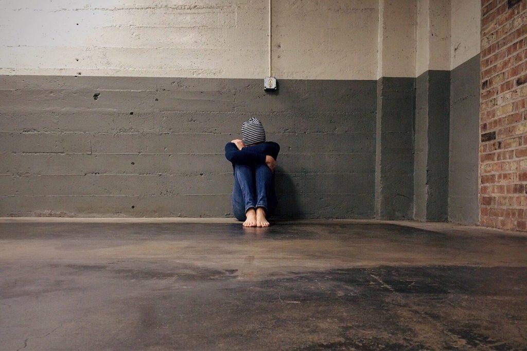 a juventude que se cobra em demasia pode ser por medo da rejeição.  O jovem que apresenta este traço tenta a todo esforço se encaixar nos padrões comportamentais da sociedade atual, se preocupando somente com a opinião alheia, e temendo que esta seja negativa.